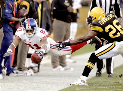 Amani Toomer had a big catch in the 4th on 4th and 6th that set up a field Goal. Pic from AP