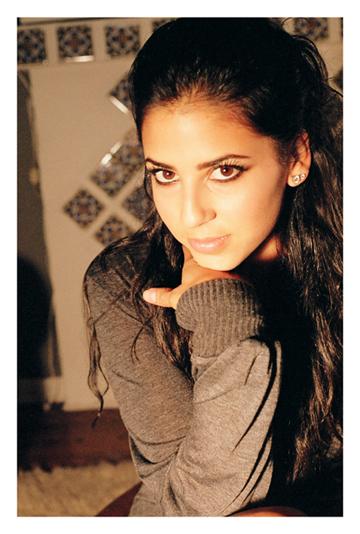 Biografía Vanessa Pose nació en Caracas Venezuela De padre uruguayo y de madre cubana Vanessa tiene un hermano gemelo llamado Andrés y un hermano mayor